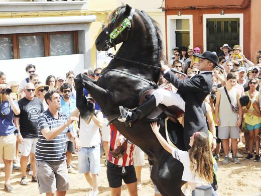 (Fotos y vídeo)Es Mercadal vive su gran fiesta
