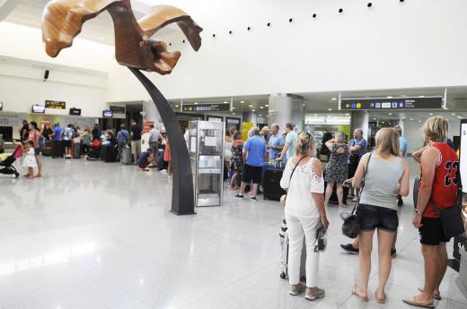 Zona de facturación del Aeropuerto de Menorca