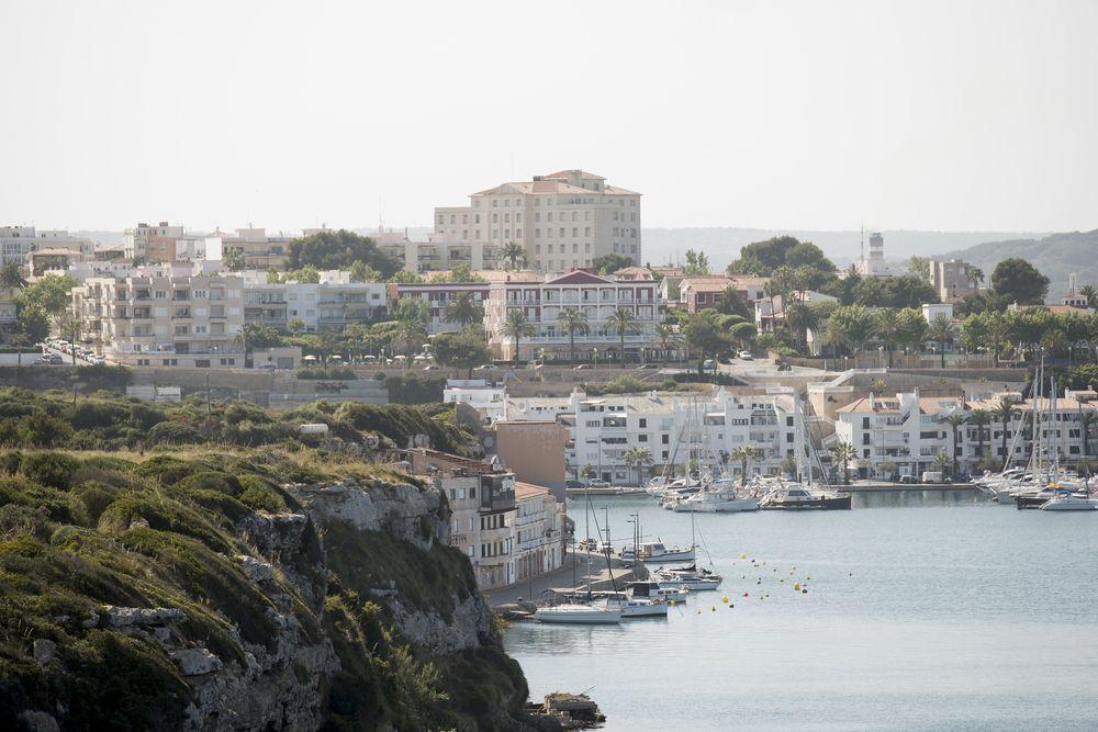 Casas en el puerto de Maó.
