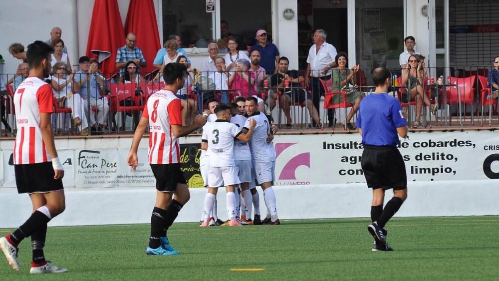 Celebración del 1-0 (Fotos: Pep Sila - futbolbalear.es)