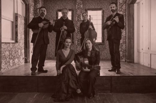 Imagen de Isabel Vinardell e Isabelle Laudenbach con el cuarteto de cuerda.