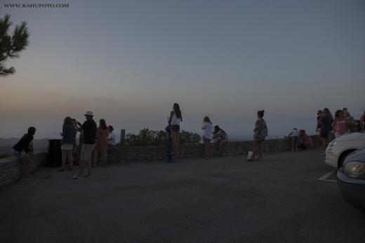 Visitantes disfrutando de la puesta de sol (Foto: Karlos Hurtado)