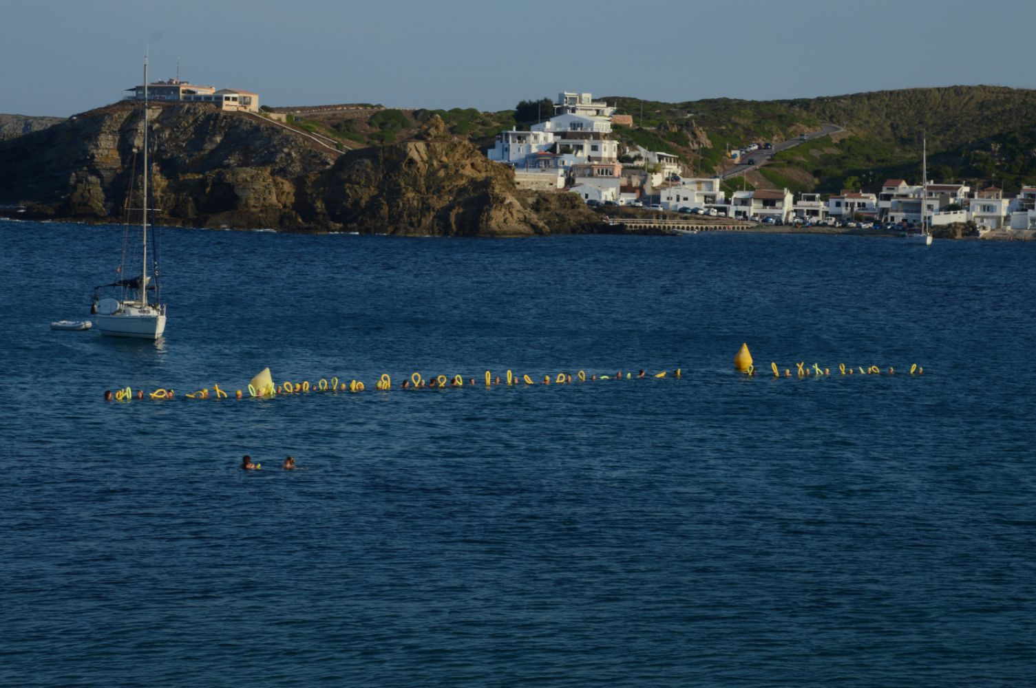 Los nadadores menorquines se suman a la campaña por su liberación.