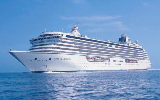 De momento, los cruceros fondean lejos del puerto de Ciutadella