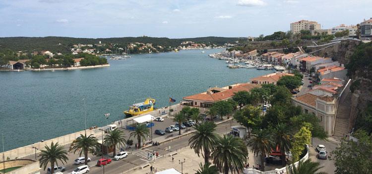 Puerto de Maó gestionado por la APB