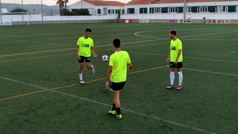 Los jugadores se ejercitan en Ses Arenes.