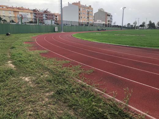 (Galería de fotos) Denuncian el pésimo estado de la pista de atletismo de Maó