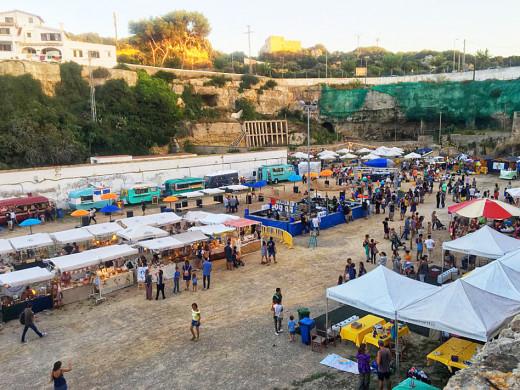 El Plastik Brunch reúne 5.000 personas en Cala Figuera