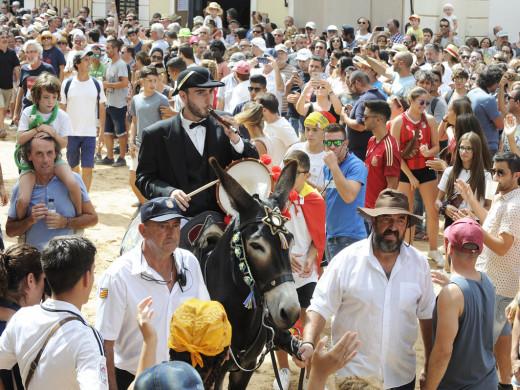 (Fotos y vídeos) Fiesta y júbilo en Maó
