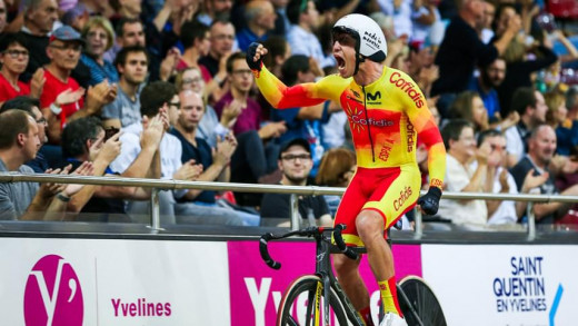 Albert Torres celebra un triunfo.