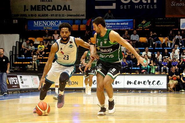 Richaud Pack sube la pelota (Fotos: deportesmenorca.com)