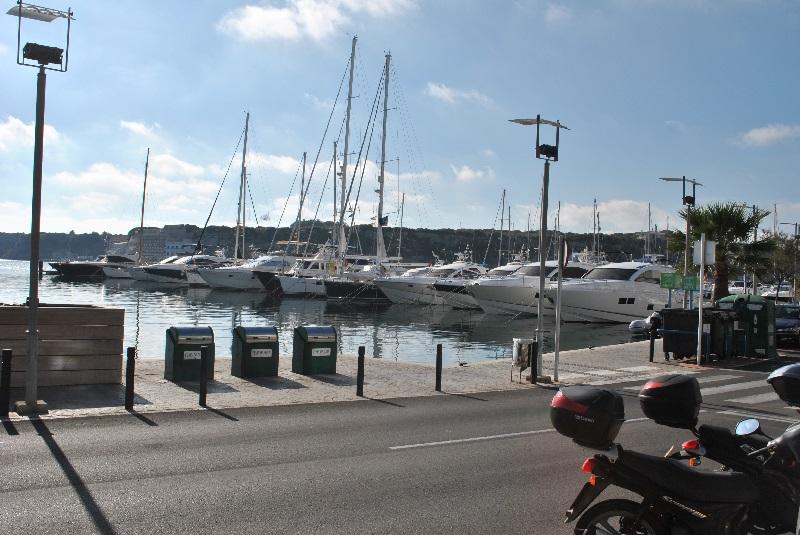 Barcos en el puerto de Maó