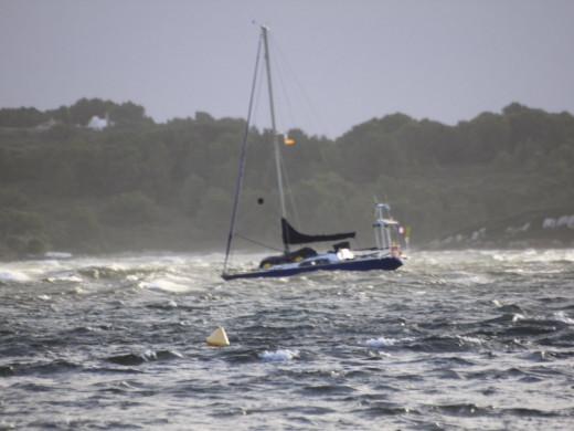 El viento alcanza los 83 kmh en Es Mercadal y tumba embarcaciones en Fornells