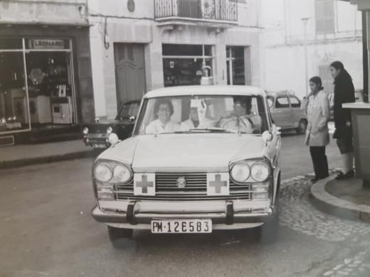 Imagen de la primera ambulancia llegando a la ciudad (Foto: Creu Roja)