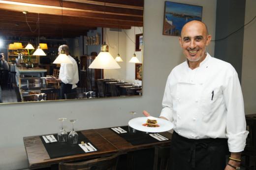 El excelente chef Doro Biurrun muestra una de sus creaciones