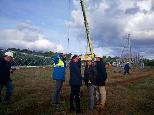 """Continúan trabajando en levantar las torres de suministro eléctrico que el """"cap de fibló"""" arrasó"""