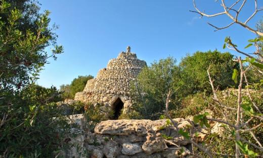 """Muros de piedra seca y """"barraques"""" en Menorca"""