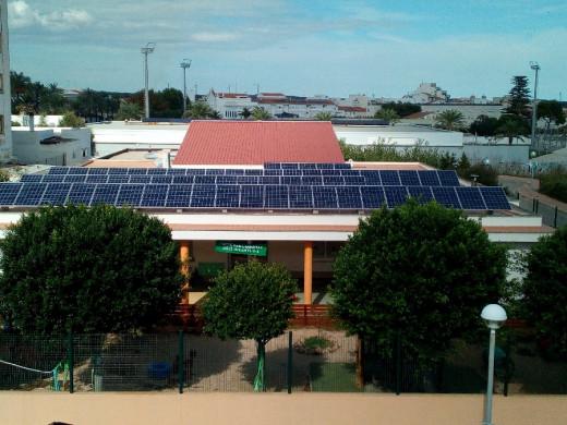 En algunos edificios públicos de la isla ya han optado por las energías renovables