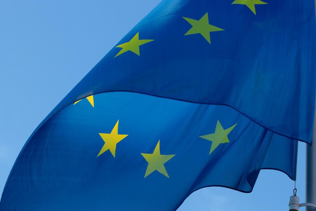 La bandera europea puede ondear hacia tus intereses