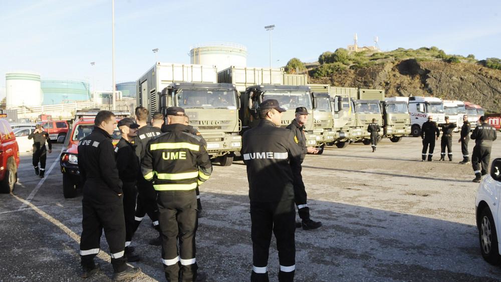 En el puerto de Maó esta mañana los efectivos de la UME que han llegado de Barcelona