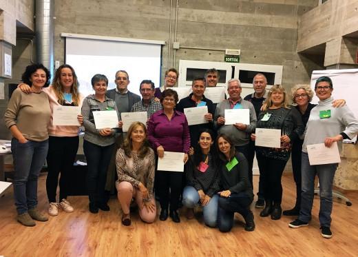 Imagen del primer grupo con sus diplomas.