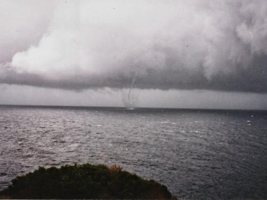 """(Fotos) Así era una espectacular """"manga marina"""" en Menorca en los años 90"""