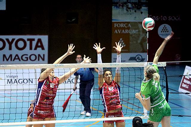 Remate ante el bloqueo menorquín (Fotos: deportesmenorca.com)