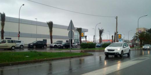 Lluva esta mañana a la entrada del polígono de Maó.
