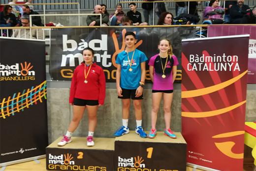 Laura Anglada, a la derecha, en el podio.