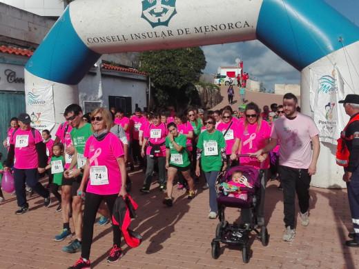 (Fotos) Es Castell se mueve contra el cáncer