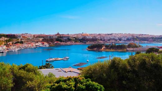 Panorámica del puerto de Maó (Foto:  Illes Balears Travel)