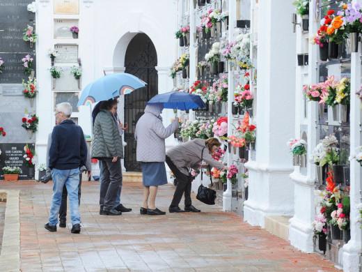(Vídeo y galería de fotos) Menorca honra a sus muertos