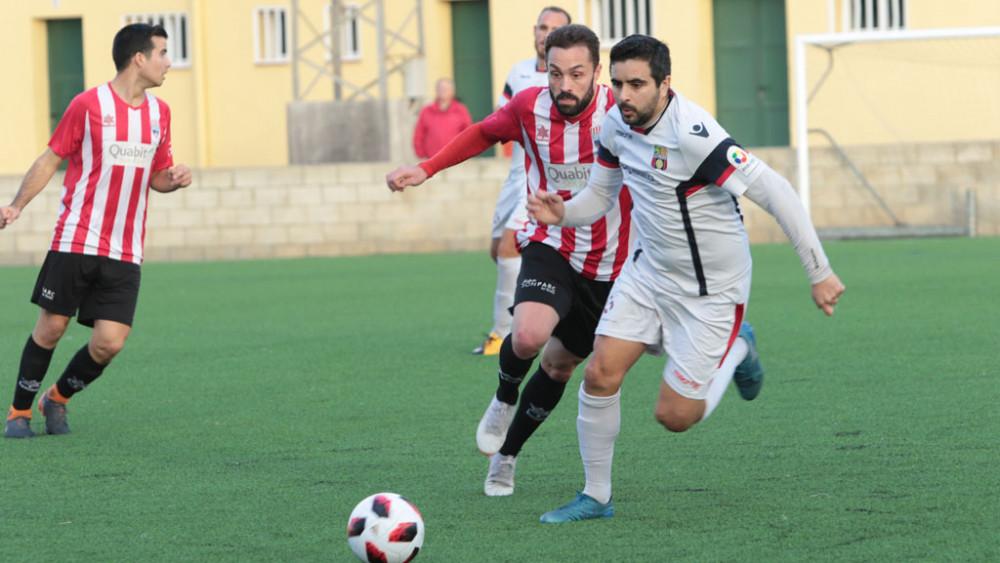 Rubén persigue a un rival (Fotos: Karlos Hurtado)