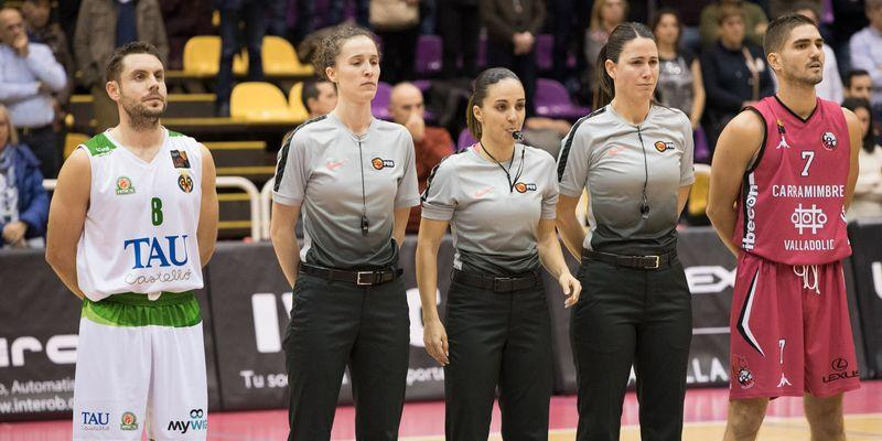 Faner, junto Espiau, Alcaraz y Lema, trío arbitral (Foto: Pascual Cándido).