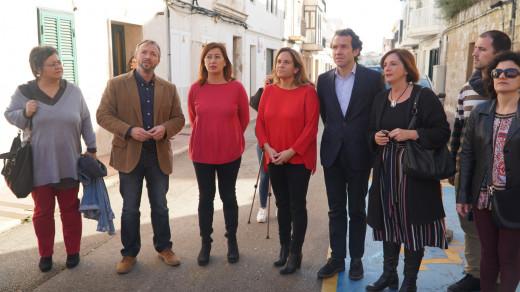 Las presidentas del Govern, Francina Armengol, y del Consell, Susana Mora, han visitado la localidad de Es Castell
