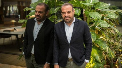 Gabriel Escarrer, antes de conceder la entrevista (Foto: mallorcadiario.com)