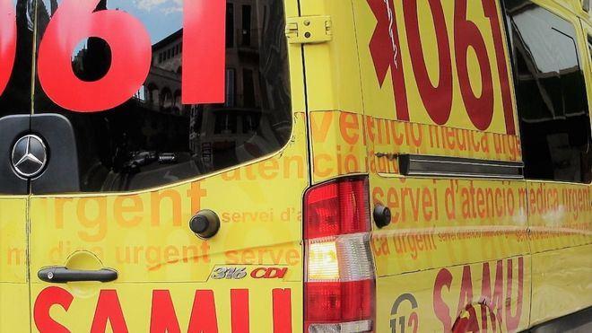 Al lugar del suceso se desplazaron efectivos de la Policía y una ambulancia.
