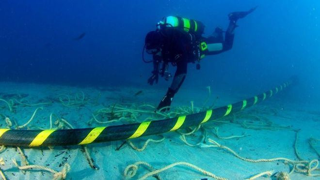 El antiguo cable que unías las dos islas quedó fuera de servicio en 2017 después de que el ancla de un barco lo partiera.