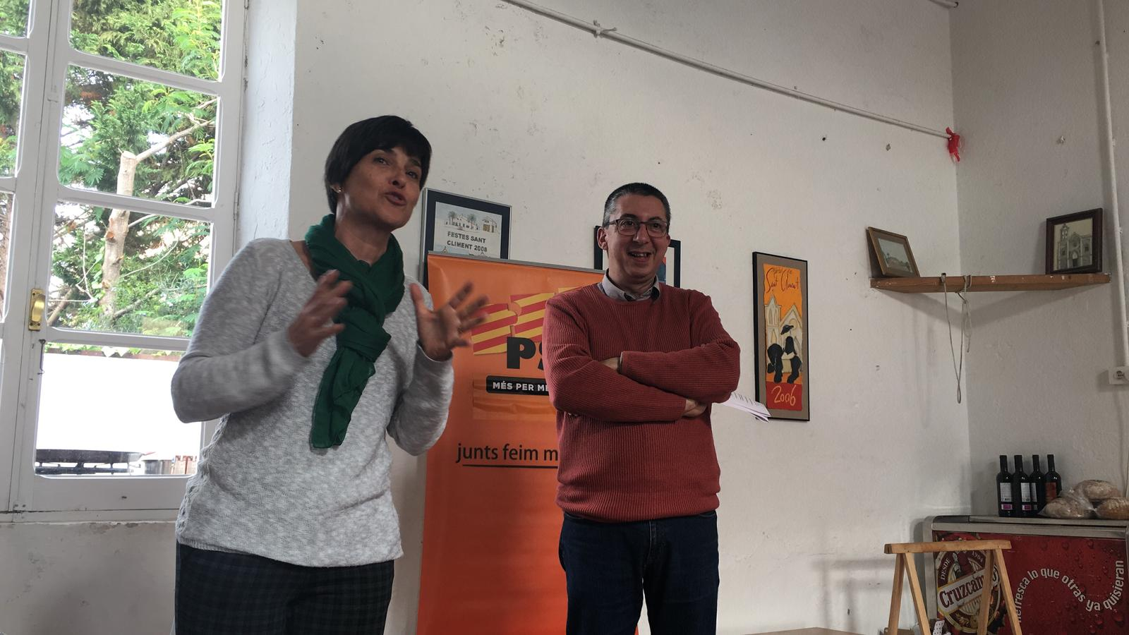 Joana Gomila con Miquel Maria en la asamblea celebrada en Sant Climent