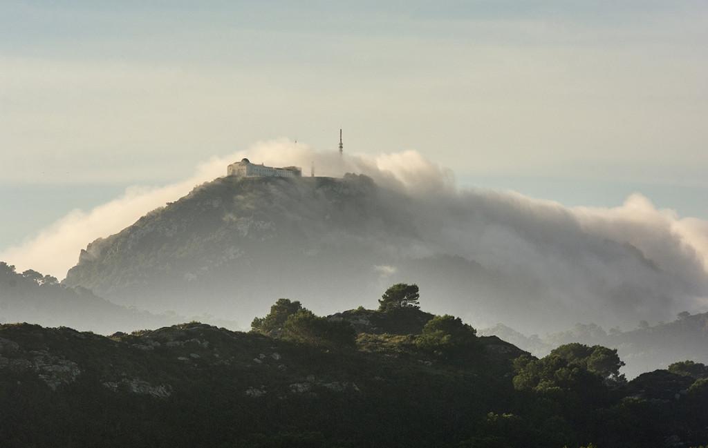 Manto blanco sobre el Monte Toro (Foto: Mikel Llambías)