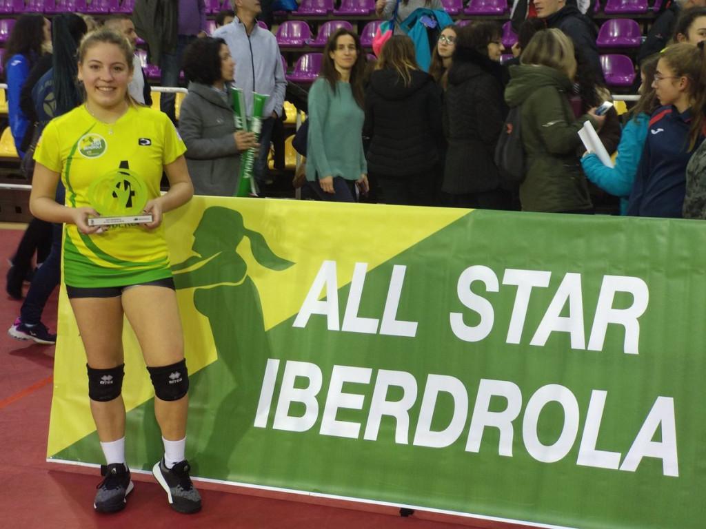 Gomila, posando con el trofeo (Foto: RFEVB)