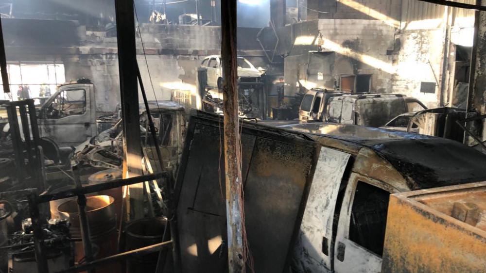 Imagen de la nave incendiada (Foto: Tolo Mercadal)