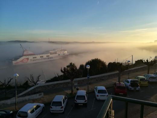 Navegar sobre la niebla.