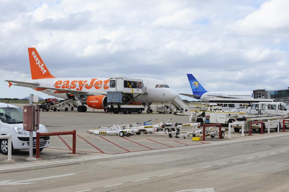 La aerolínea ha recibido las quejas de los pasajeros desatendidos
