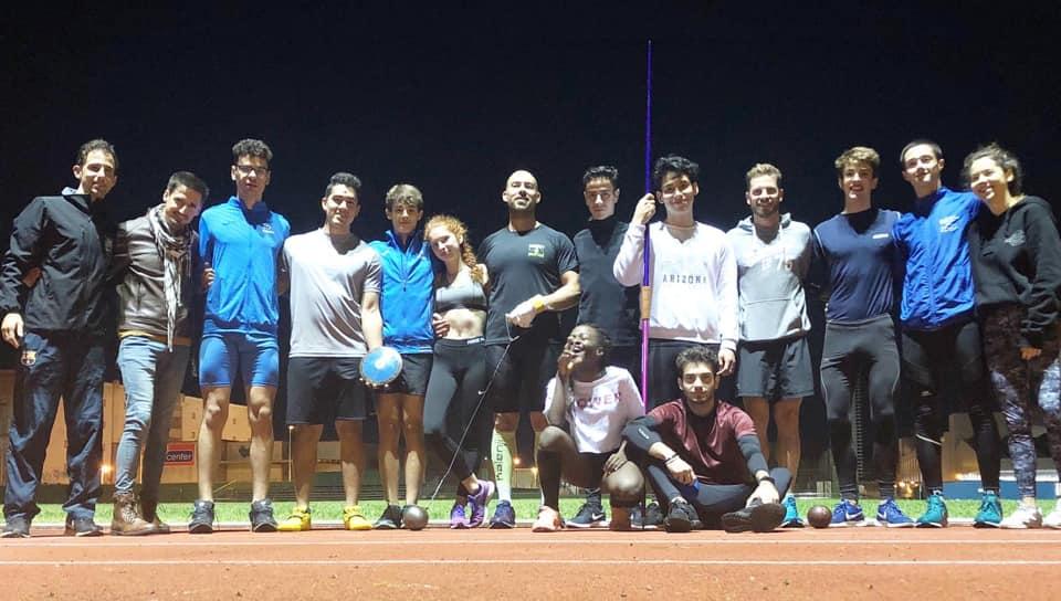 Chicos y chicas del Lô Esport, tras un entrenamiento.