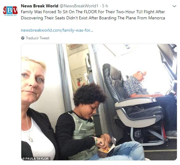 Imagen de la familia Taylor en el avión