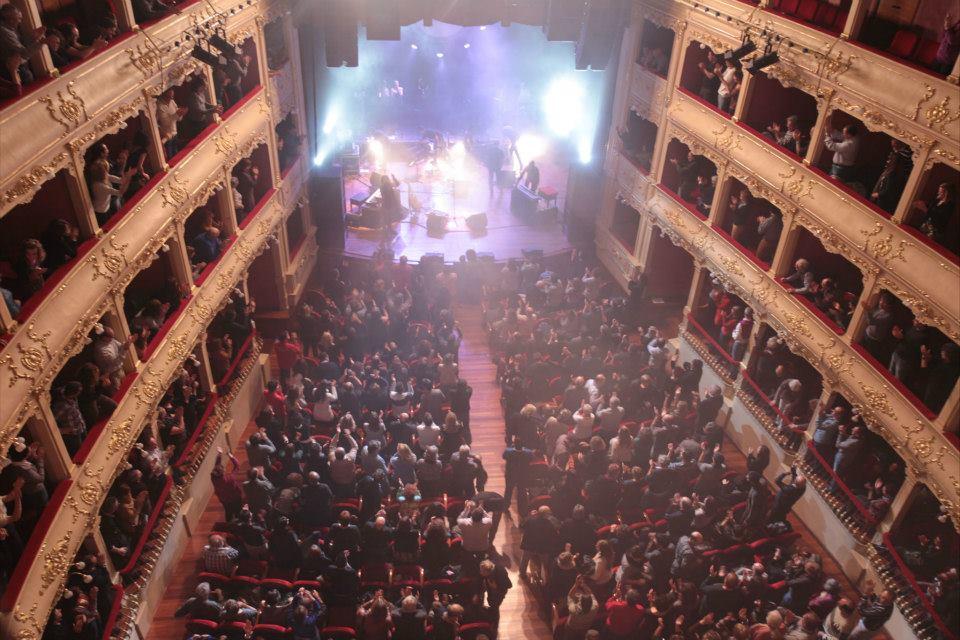 Imagen del primer concierto de homenaje a Traginada que llenó el Teatro Principal