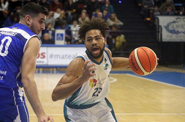 Richaud Pack penetra a canasta (Fotos: deportesmenorca.com)