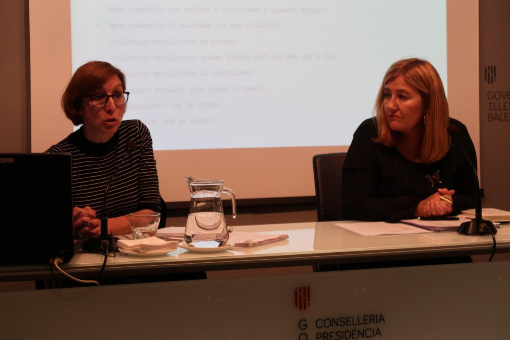 Rosa Cursach, directora del IBdona, y Catalina Gayà, directora del estudio presentado