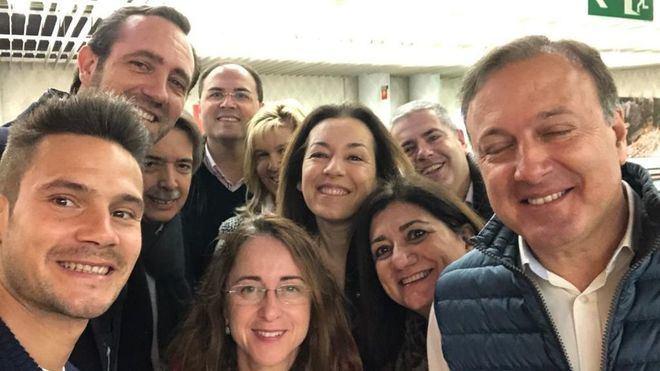 Bauzá, junto al menorquín Alejandro Sanz y otros políticos en Madrid.